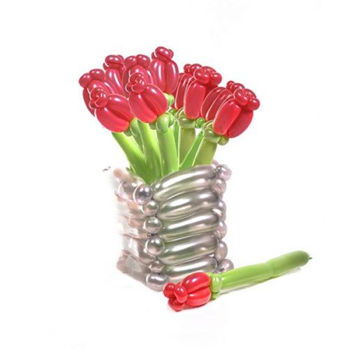 Букет из 11 красных цветов в вазе