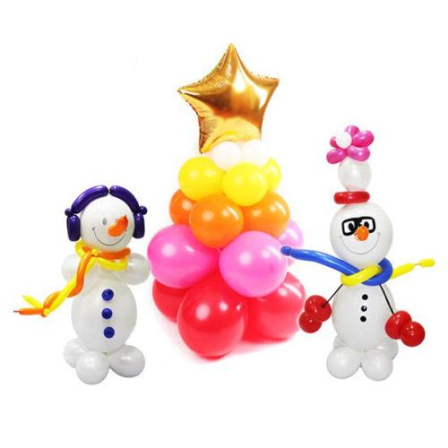 Два снеговика с новогодней елкой из воздушных шаров