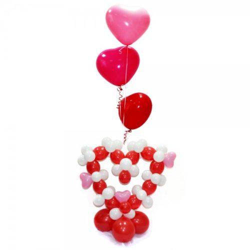Красно-белое сердце с 3 шарами-сердцами из воздушных шаров
