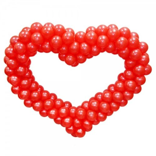 Красное сердце из воздушных шаров