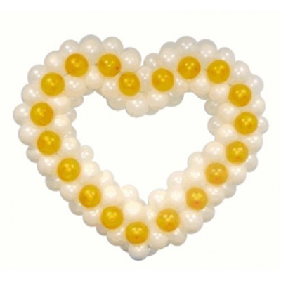 Белое сердце с золотыми вкраплениями из воздушных шаров