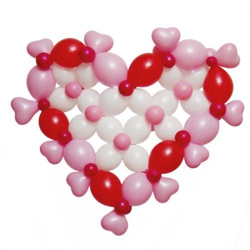 Сердце из белых, красных и розовых воздушных шаров