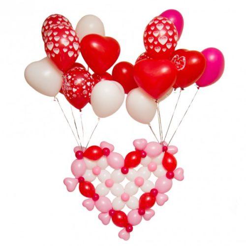 Летающее сердце из белых, красных и розовых воздушных шаров