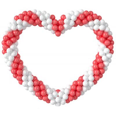 Розово-белое сердце витое из воздушных шаров