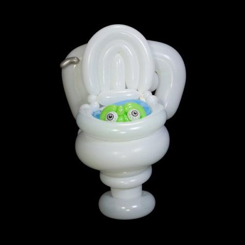 Зомби в туалете из воздушных шаров