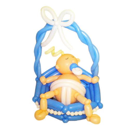 Новорожденный с соской из воздушных шаров и синим бантом