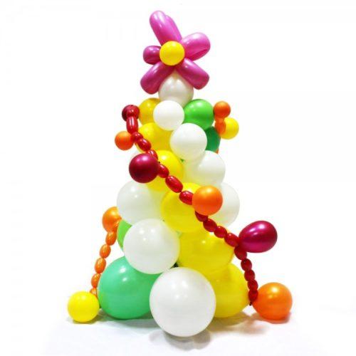 Нвогодняя елка с гирляндой из воздушных шаров