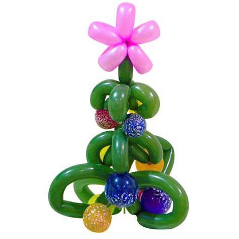 Новогодняя елка с розовым цветочком из воздушных шаров