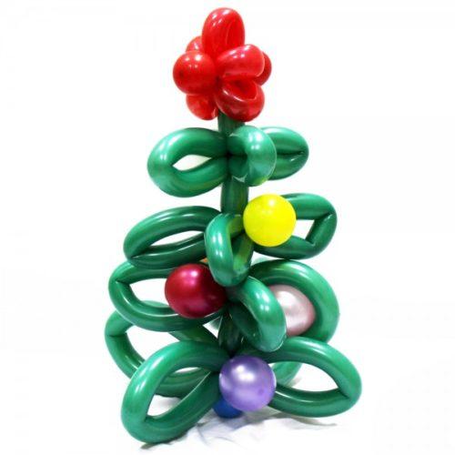 Новогодняя елка с красным цветочком из воздушных шаров