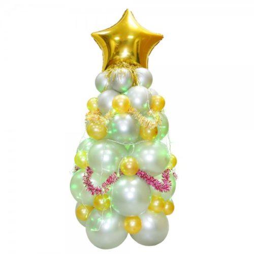 Новогодняя елка белая с игрушками и с золотой звездой из воздушных шаров