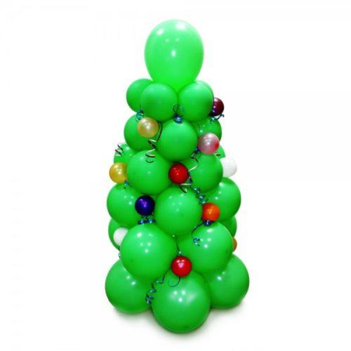 Новогодняя елка зеленая с игрушками из воздушных шаров