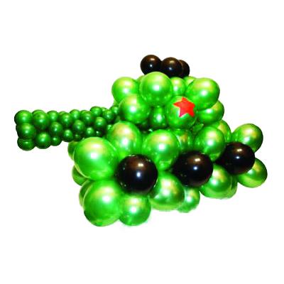 Зеленый танк со звездой из воздушных шаров