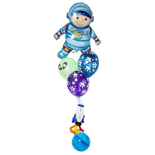 Фонтан с космонавтом из разных воздушных шаров