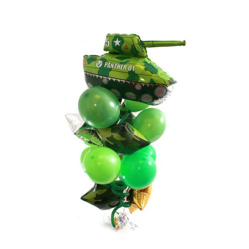 Фонтан хаки с танком и звездами и круглыми воздушными шарами