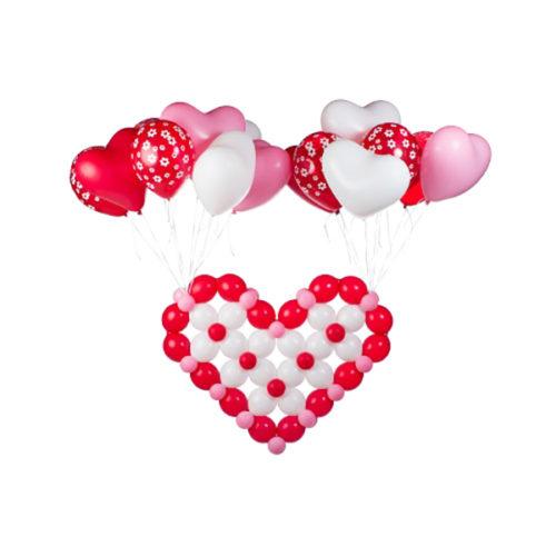 Летающее сердце из белых розовых и красных воздушных шаров