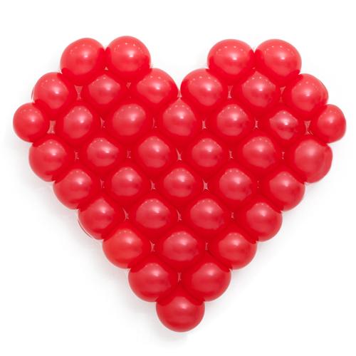 Панно из шаров сердце красное