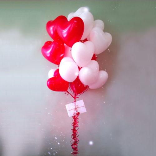 Фонтан из шаров сердец с-посланием открыткой