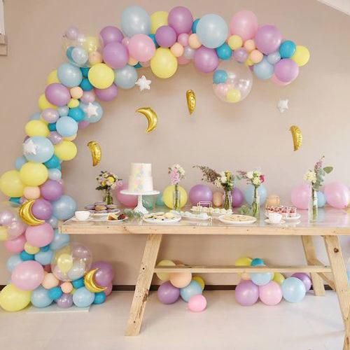 Гирлянда с месяцами из шаров для украшения интерьера