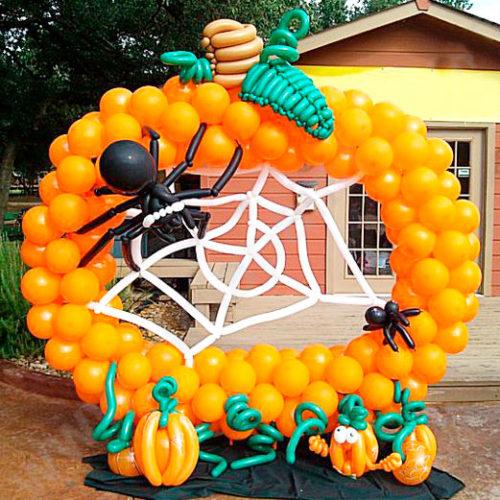Рамка ростовая для фотографии из шаров на Хеллоуин с паутиной
