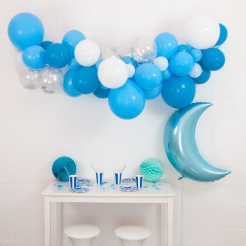 Гирлянда из разных шариков Белая Голубая месяцем 2 метра