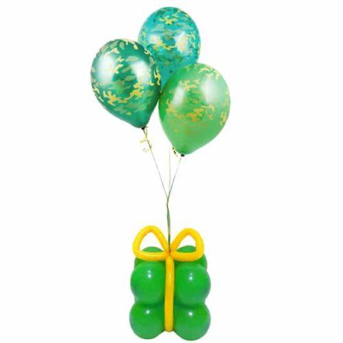 Подарок Камуфляж с красным бантом из воздушных шаров