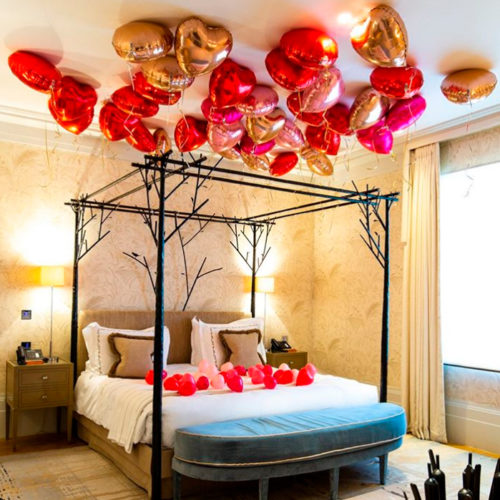 Комплект поздравительный Любовный из шаров Кроватка в сердечках и Сердечки на потолке