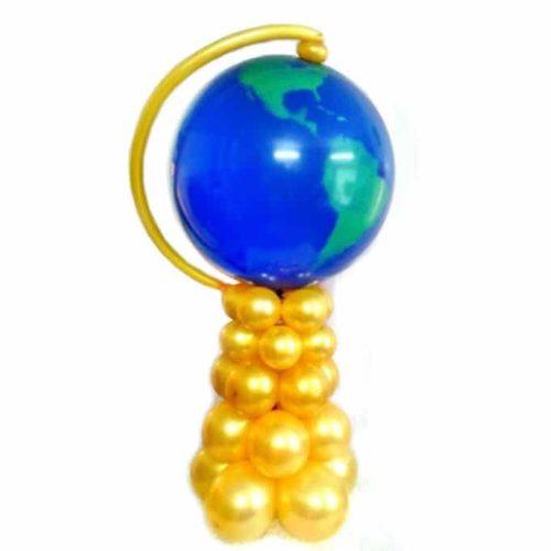 Глобус из воздушных шаров на стойке