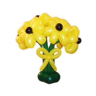 Букет из 5 желтых цветков с лентой из воздушных шаров