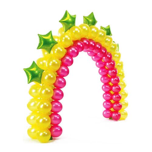 Желто-розовая арка с зелеными звездами из воздушных шаров