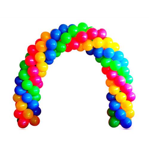 Витая арка из желтых, красных, зеленых и синих воздушных шаров