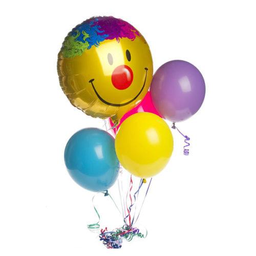 Фонтан со смайликом-клоуном и разноцветными шарами из воздушных шаров