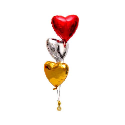 Фонтан с 3 сердцами из воздушных шаров