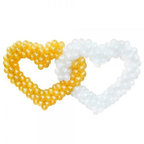 Золотое и белое сердца соединенные друг с другом из воздушных шаров