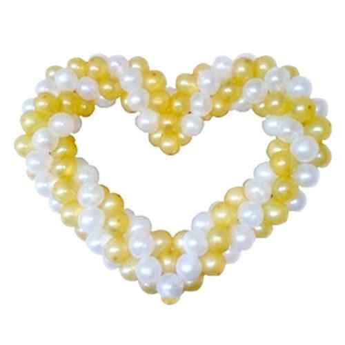 Бело-золотое сердце витое из воздушных шаров