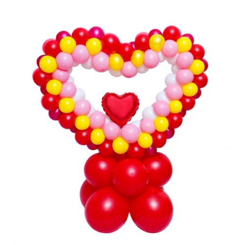 Сердце красно внутри сердца из воздушных шаров
