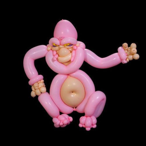 Розовый Кинг-Конг из воздушных шаров