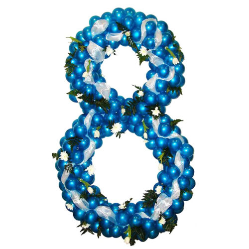 """Цифра """"8"""" с цветами и лентой из воздушных шаров"""