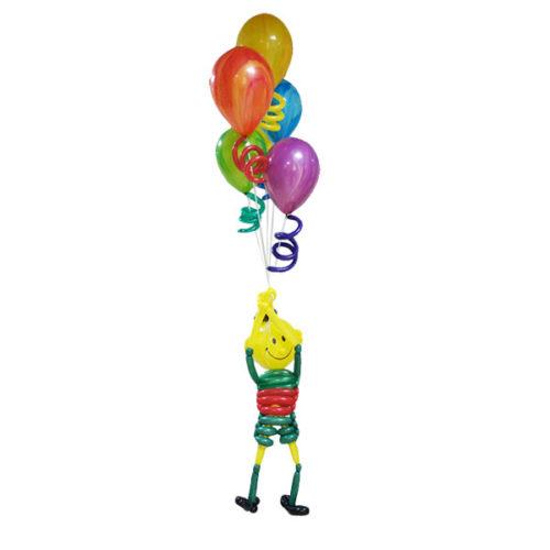 Мальчик в шортах из воздушных шаров