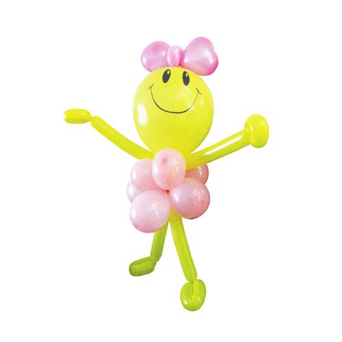 Ребенок в розовой одежке из воздушных шаров