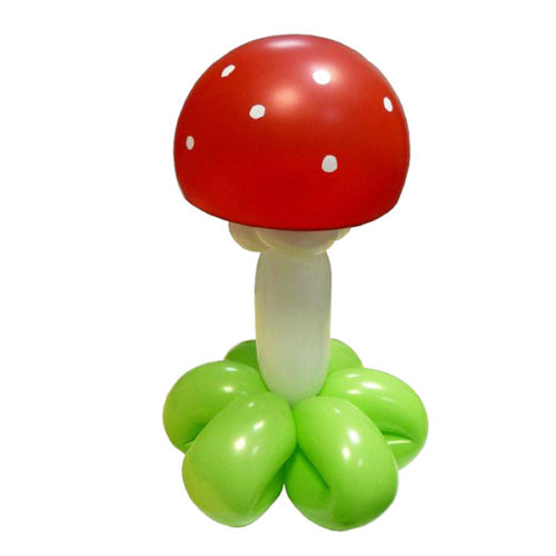 Мухомор на травке из воздушных шаров