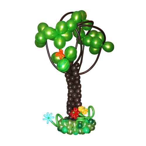 Дерево на травке с разноцветными цветочками из воздушных шаров