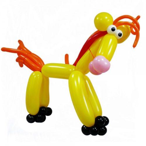 Желтая лошадка с оранжевой гривой из воздушных шаров