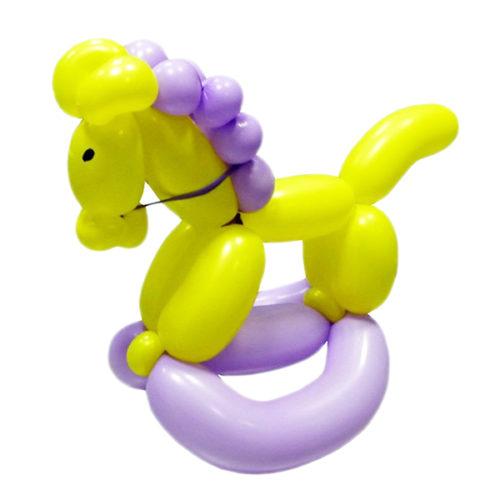 Желто-фиолетовая лошадка из воздушных шаров