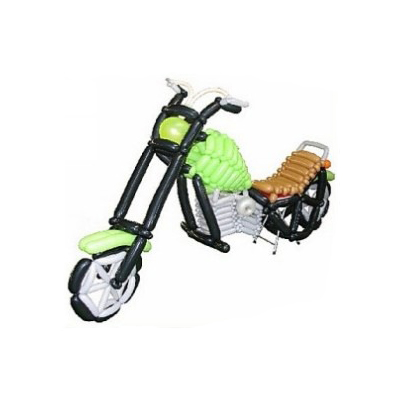 Зеленый мотоцикл из воздушных шаров