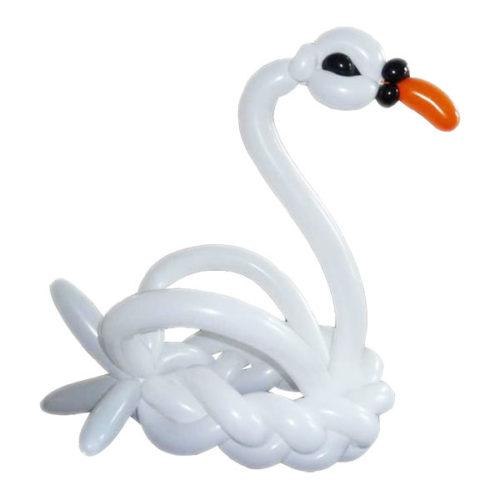 Плавающий лебедь из воздушных шаров