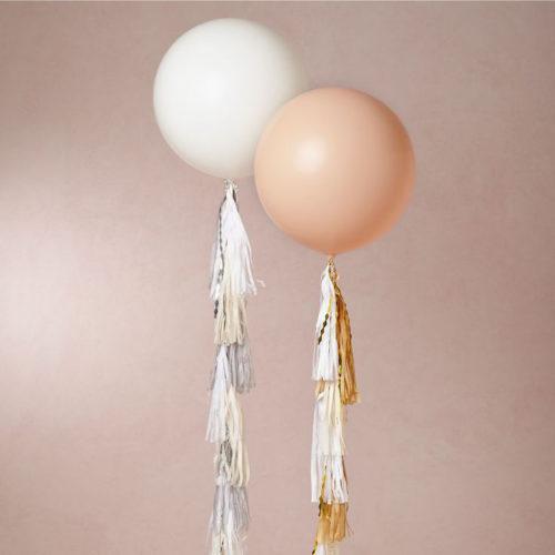 Большие шары 90 см Белый и Персик с Гирляндой тассл