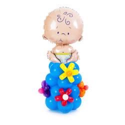 Малыш на стойке с цветочками из воздушных шаров