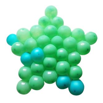 Панно из шаров звезда зеленая