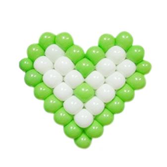 Панно из шаров сердце зелено-белое
