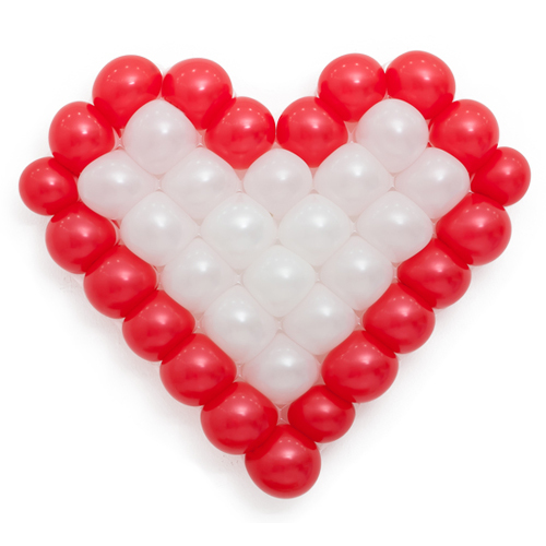 Панно из шаров сердце красно-белое